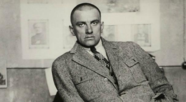 Vladimir Majakovskij: vita breve, irrequieta e vorace di un poeta